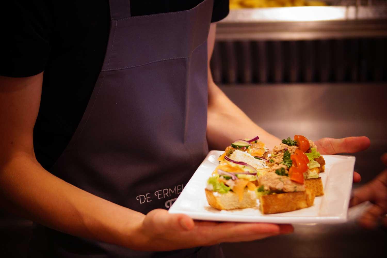 Snackbar-Ermelosche-Frietzaak-ambachtelijke-broodjes
