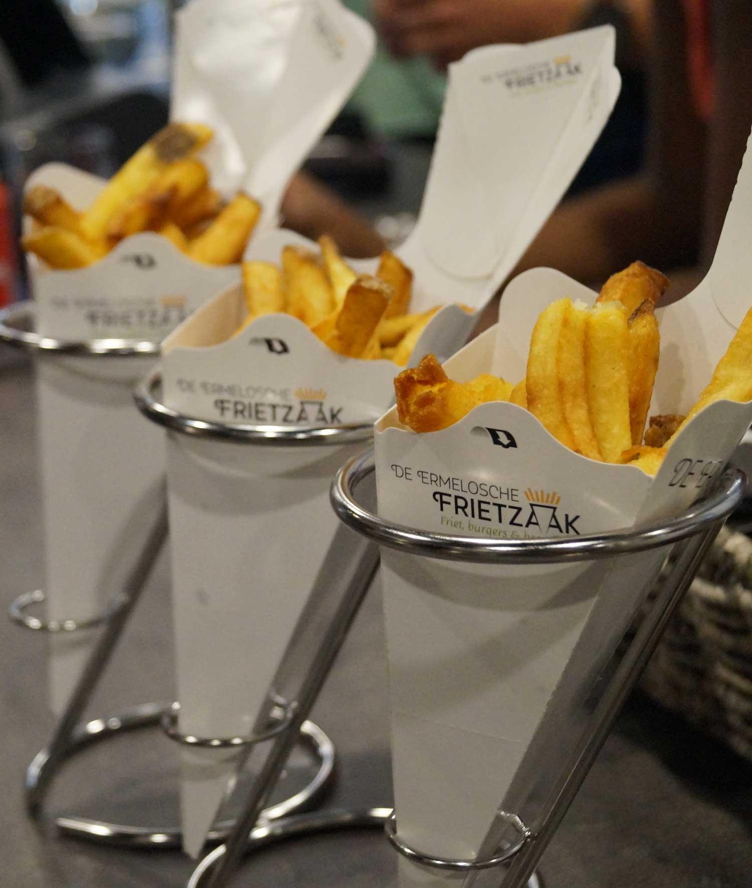 Snackbar-Ermelosche-Frietzaak-ambachtelijke-friet-moderne-puntzak